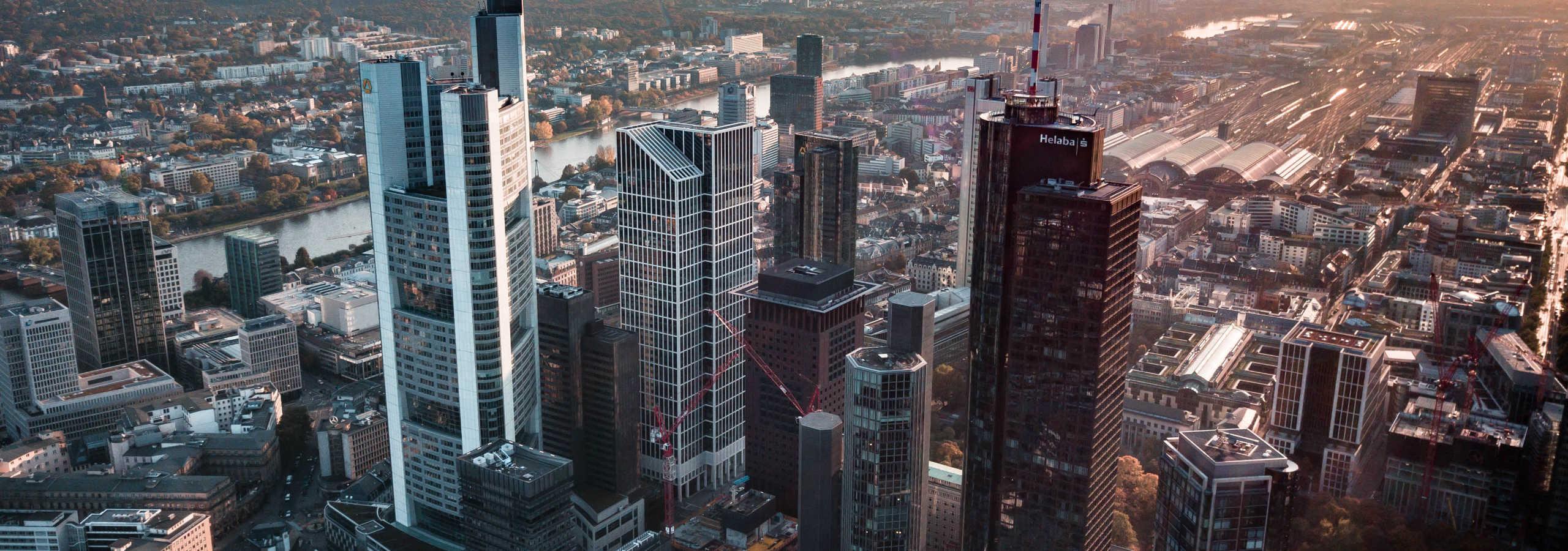 Foto: aerial view of city during daytime © Jan-Philipp Thiele / Unsplash - https://unsplash.com/photos/GfpzJyfudE8