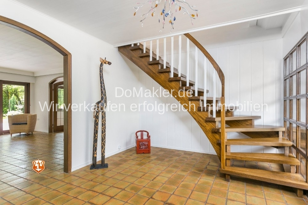 Diele/ Treppe ins DG