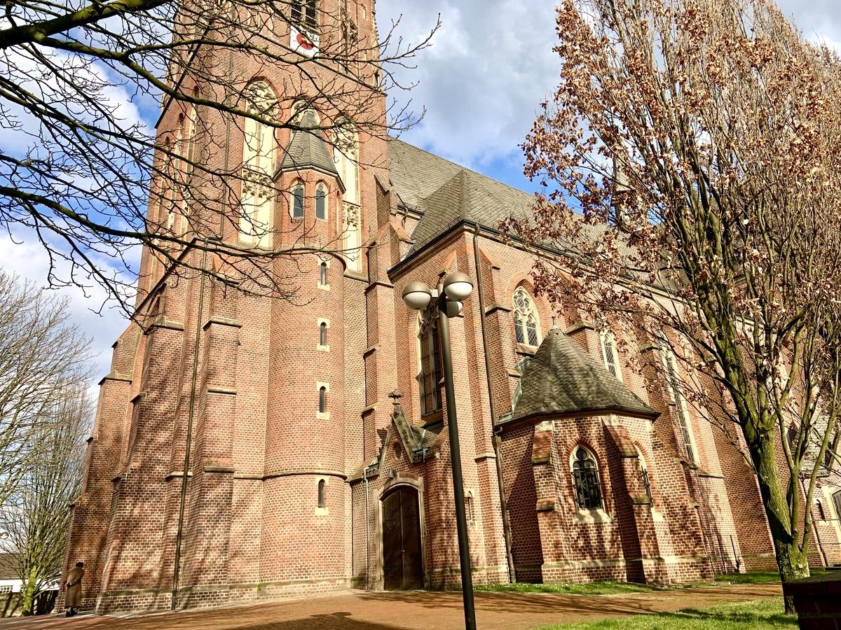 Kirche gegenüber