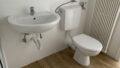 Waschbecken und WC